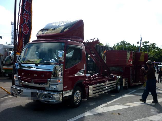 闘牛用トラック